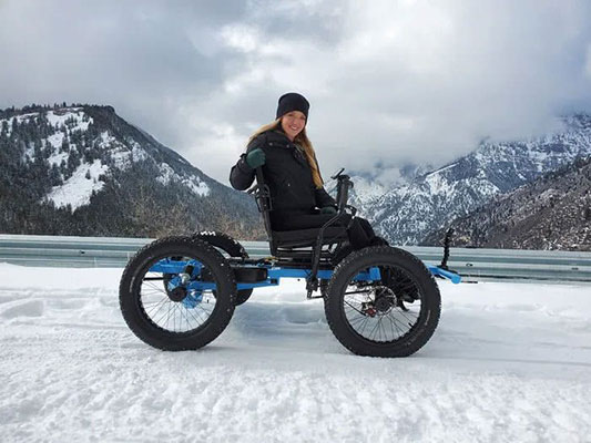 cadeirante na neve