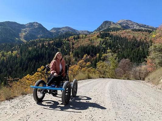 Marido cria cadeira de rodas off-road para a esposa ir a lugares que nunca imaginou 2