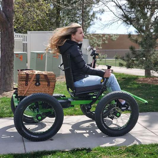 Marido cria cadeira de rodas off-road para a esposa ir a lugares que nunca imaginou 3
