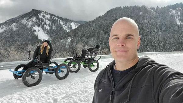 Marido cria cadeira de rodas off-road para a esposa ir a lugares que nunca imaginou 5