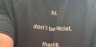 """Camisa com a frase """"Não seja racista. Obrigada"""""""