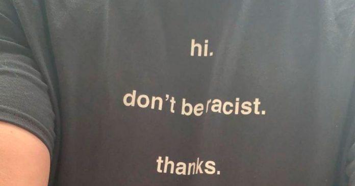 Camisa com a frase