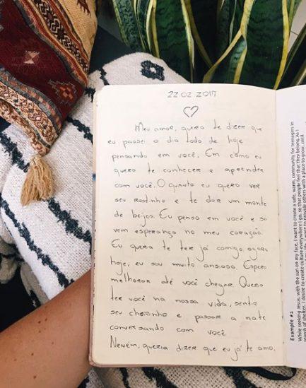 Imagem de texto escrito à mão em caderno sobre a dificuldade de engravidar