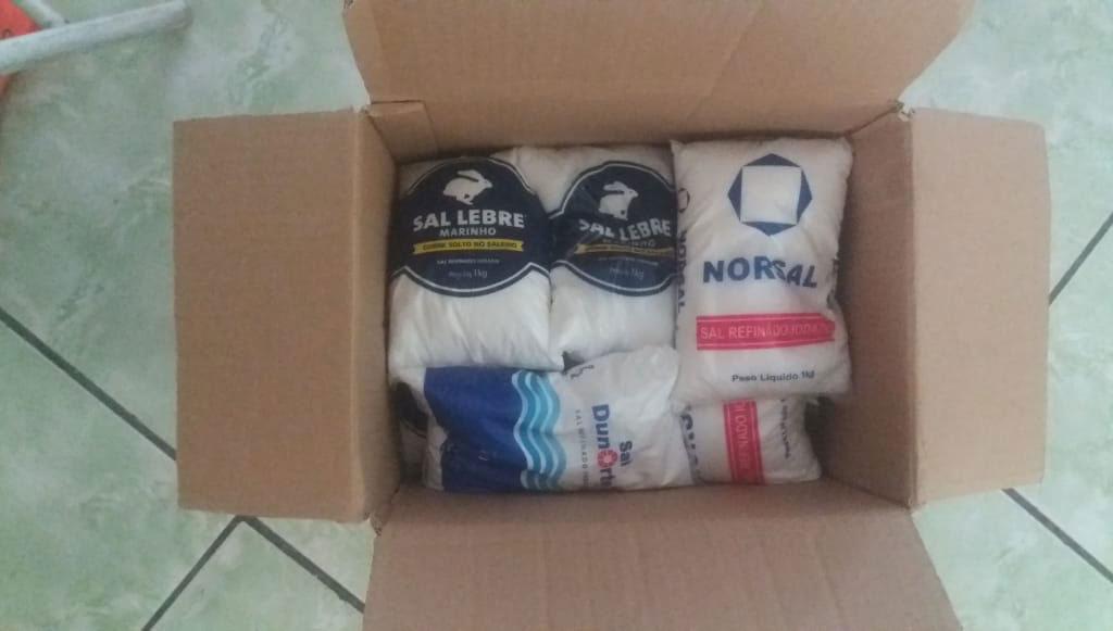 caixa cheia pacotes sal