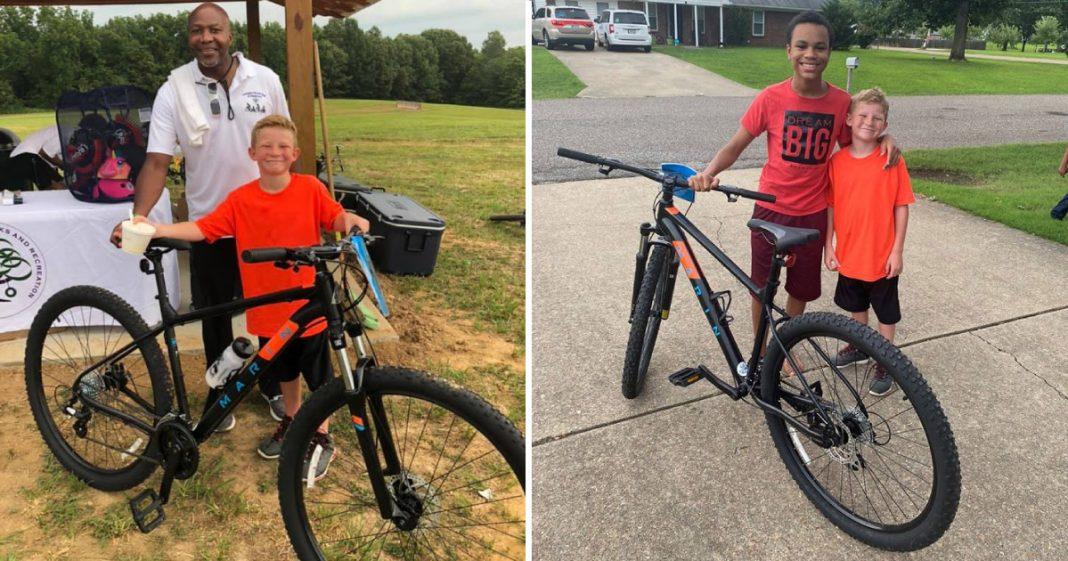 Menino ganha bicicleta em sorteio e doa para vizinho que não tinha nenhuma 2
