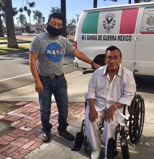 don joel ganhando cadeira de rodas nova