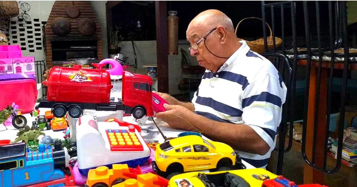 Idoso conserta brinquedos para doar às crianças carentes de Americana (SP) 1