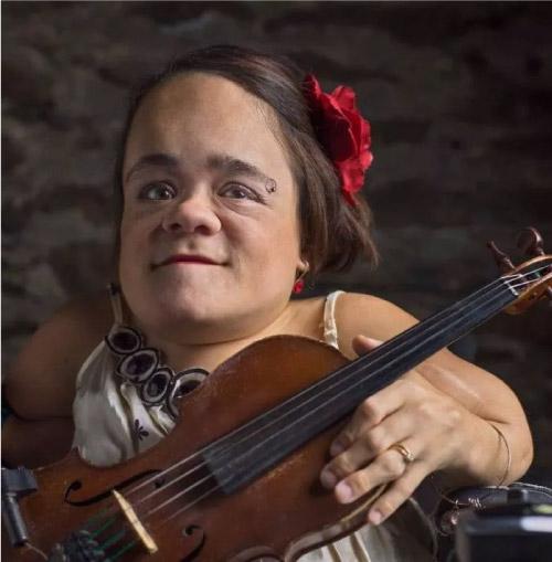 Gaelynn com violino