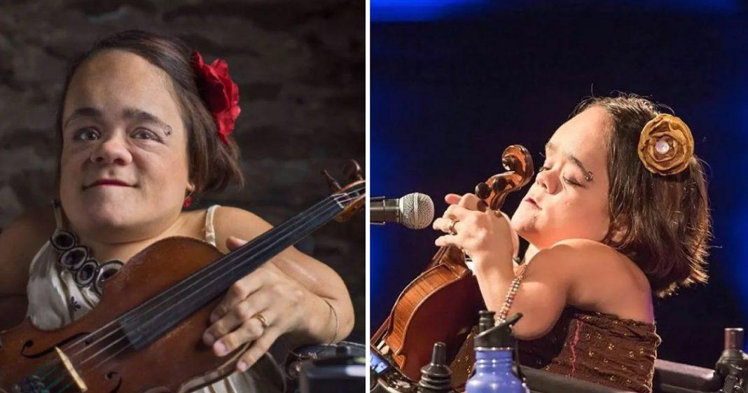 Mulher com doença óssea desafia limites e encontra nova maneira de tocar violino 1
