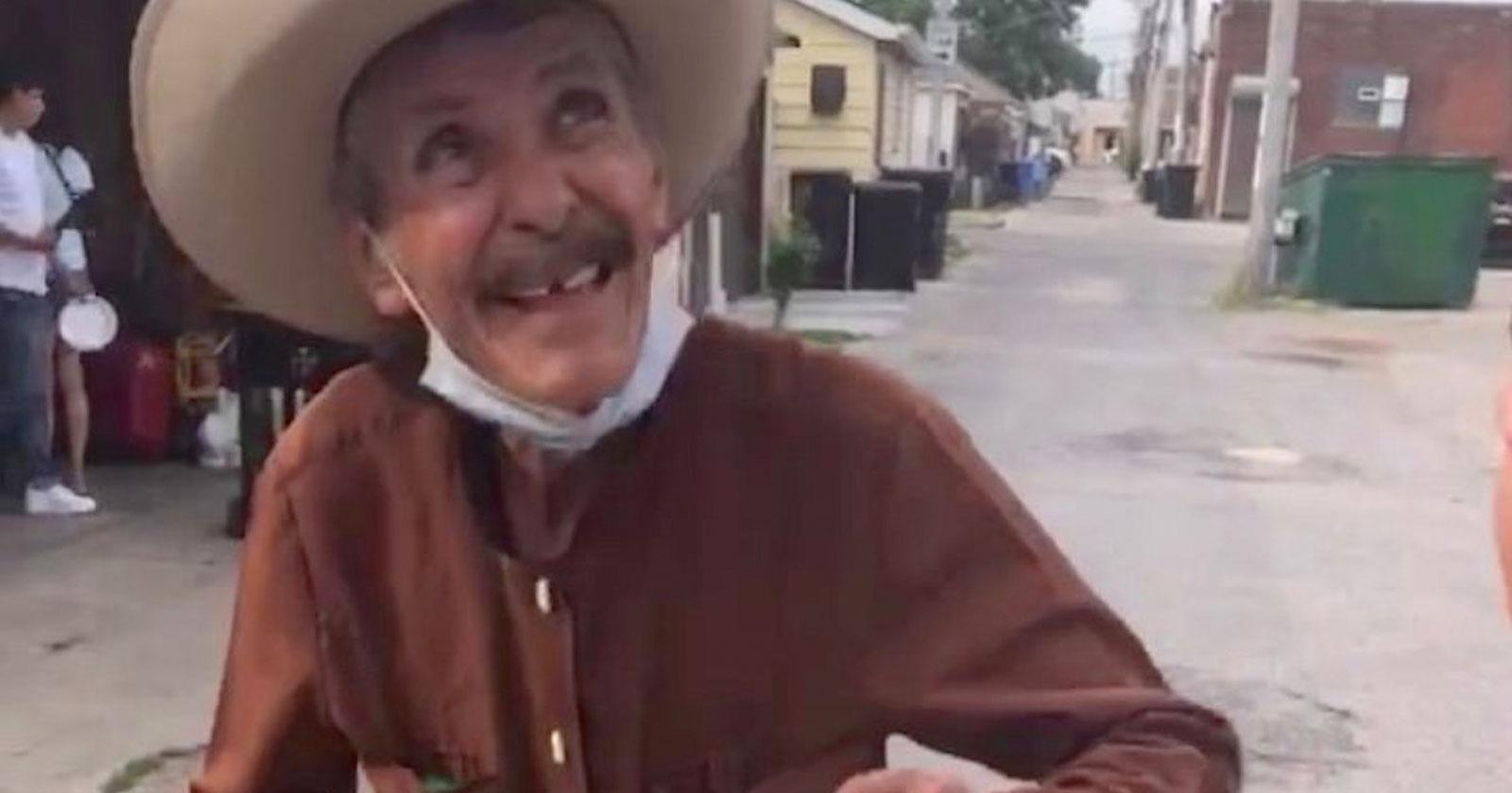 Vizinhos compram todos os picolés de idoso e arrecadam R$ 300 mil para ele 1