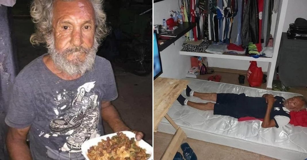 Idoso em situação de rua segurando quentinha com ração de cachorro Idoso deitado em colchão na casa nova com TV, banca e guarda-roupa