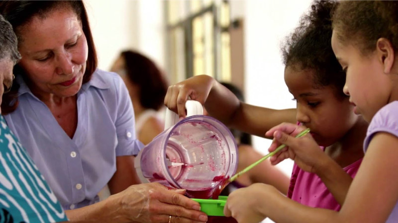 De 3 a 100 anos: Projeto reúne jardim de infância e asilo no mesmo espaço. O resultado é maravilhoso! 2
