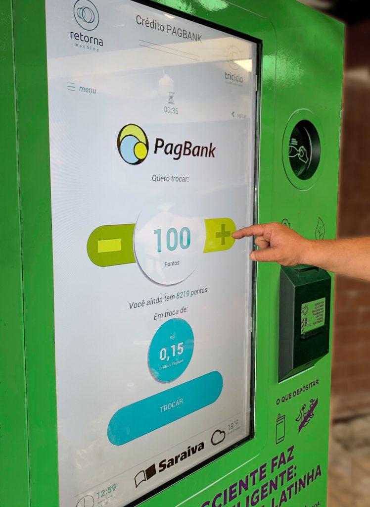 máquina troca material reciclável por dinheiro