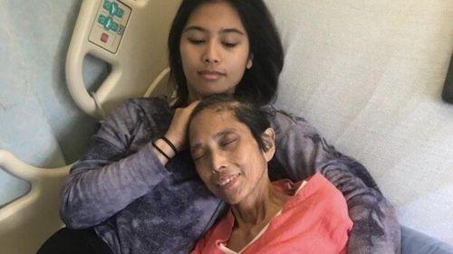 mara com a mãe no hospital