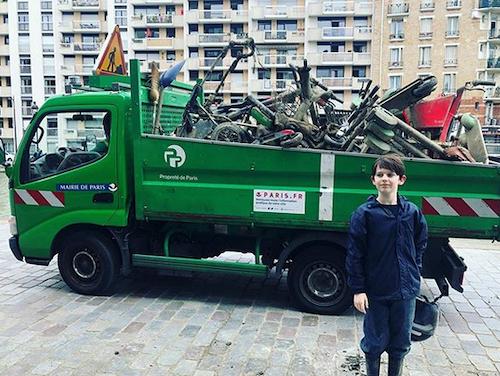 Menino de 10 anos limpa o Sena com ímãs e já pescou mais de 7 toneladas de lixo 2