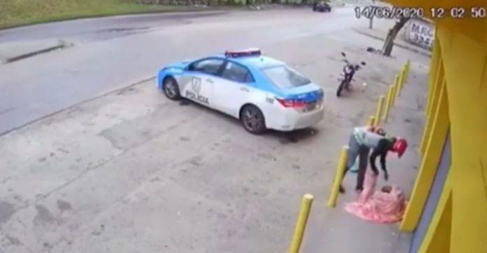 motoboy agasalha moradora rua
