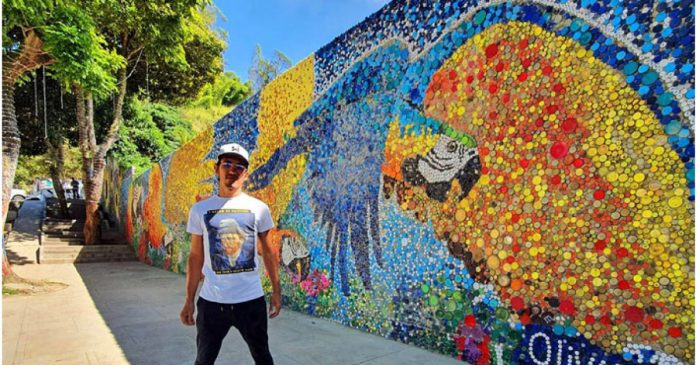 Jovem venezuelano cria mural inspirado em Van Gogh com 200 mil tampas de garrafas recicladas 1