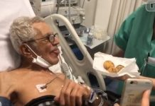 enfermeira entrega boa milho paciente idoso uti