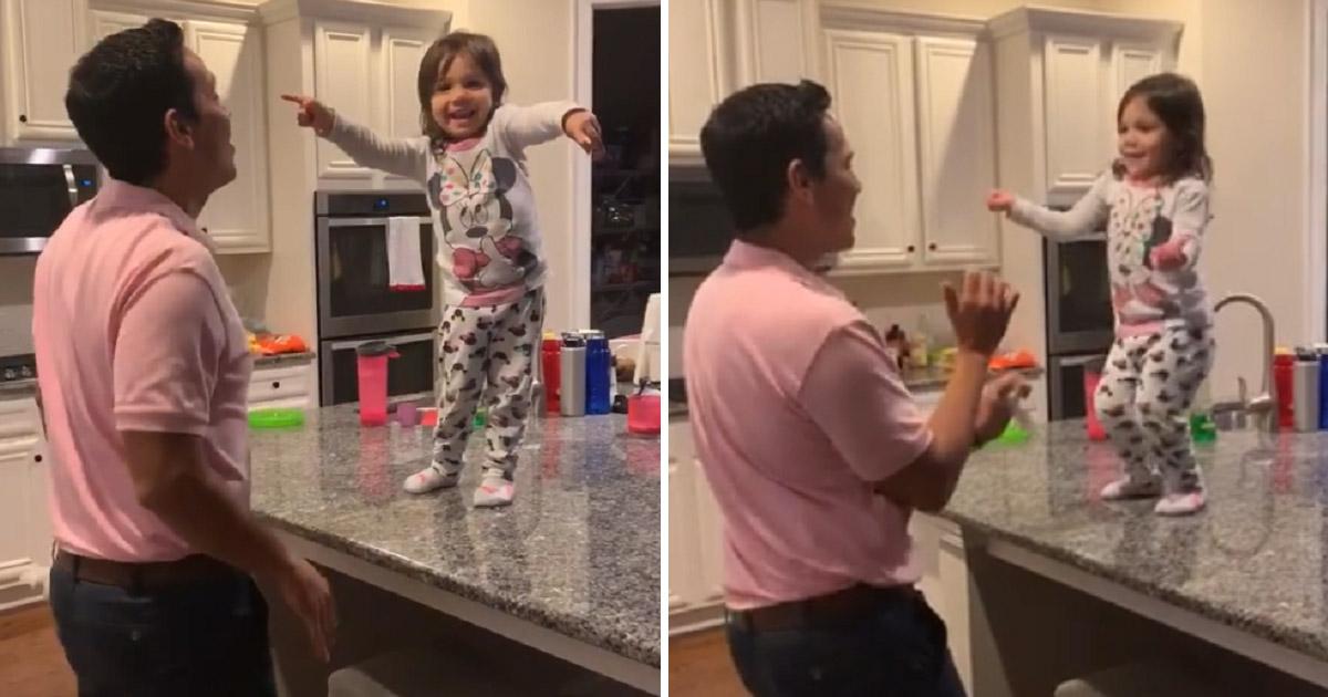 Pra alegrar seu coração: Mãe flagra pai e filha dançando salsa e vídeo viraliza 1