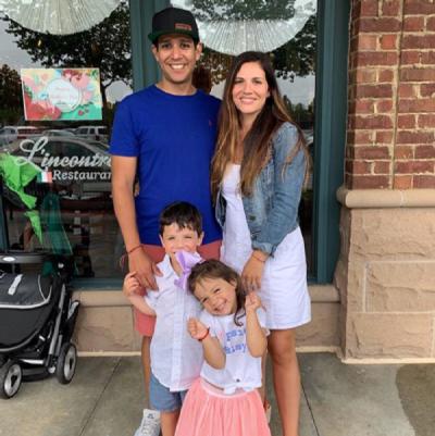 Paola posa com familia