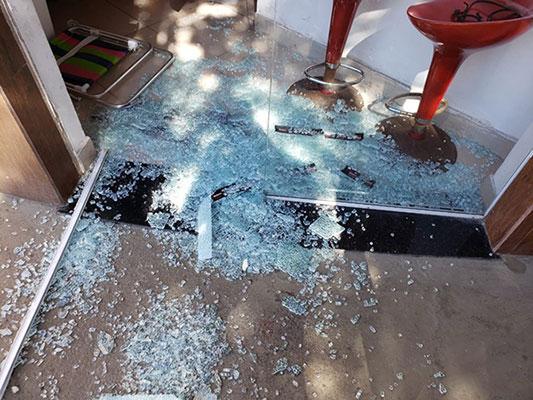 vidros no chão