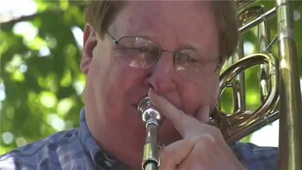 Robert tocando trombone
