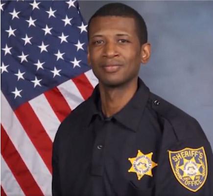 Policial Warren Hobbs salvo por detentos