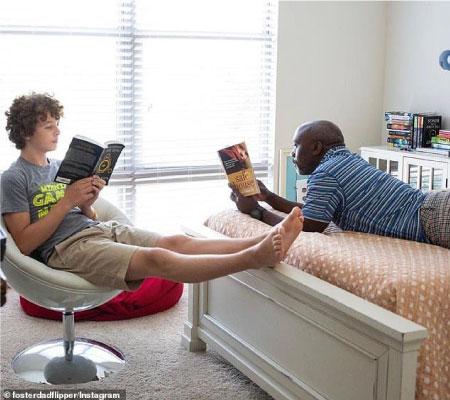 Tony e Peter lendo