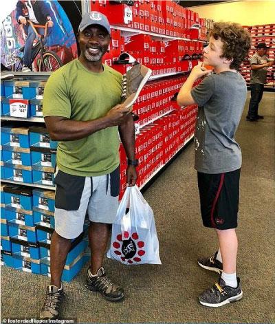 Tony e Peter em loja de conveniência