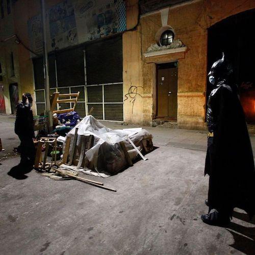 batman distribui comida