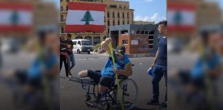 cadeirante varre rua beirute destruída megaexplosão