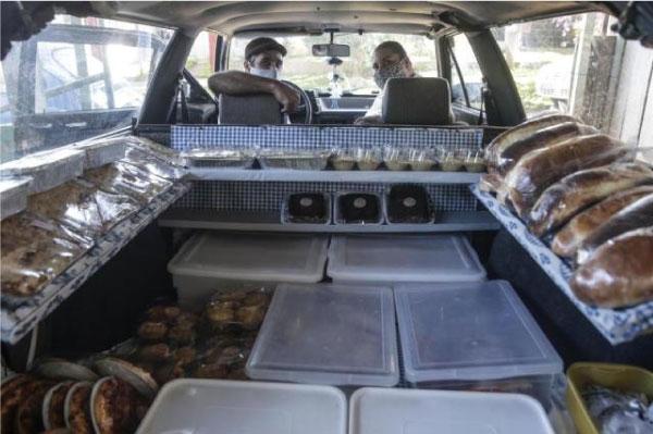carro cheio de pães