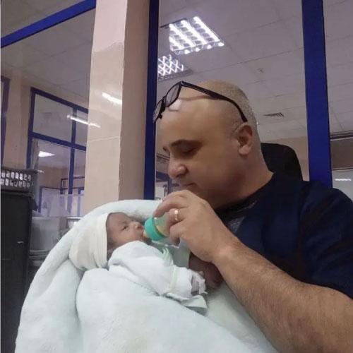 josé alimentando bebê