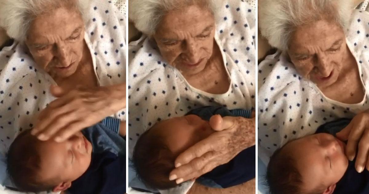 avó canta para bisneto