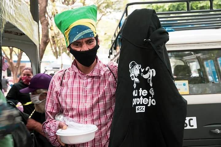 Ação distribui moletons para moradores em situação de rua e seus cães (SP) 5