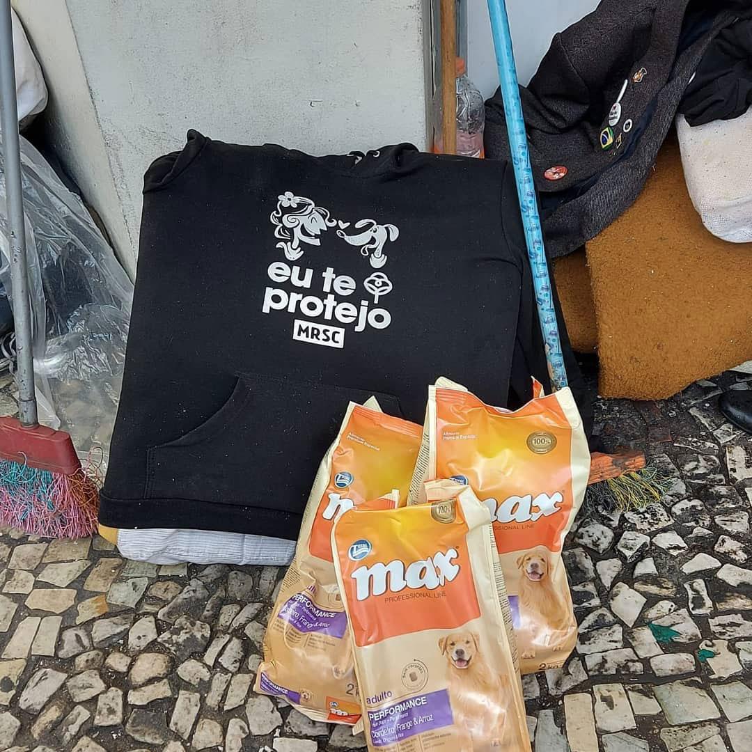 Ação distribui moletons para moradores em situação de rua e seus cães (SP) 4