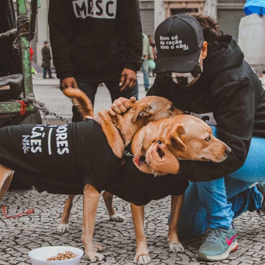 Ação distribui moletons para moradores em situação de rua e seus cães (SP) 2