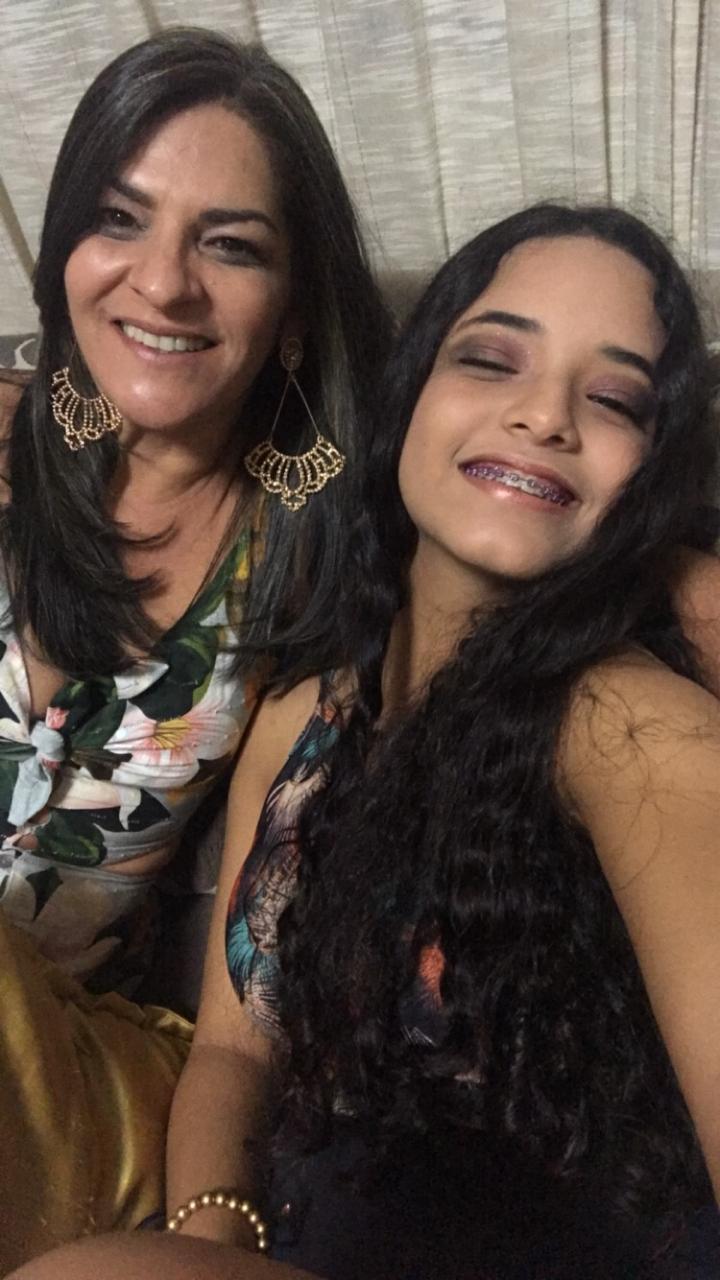 Filha usa roupas da mãe que morreu para relembrar bons momentos que viveram juntas [VÍDEO] 3