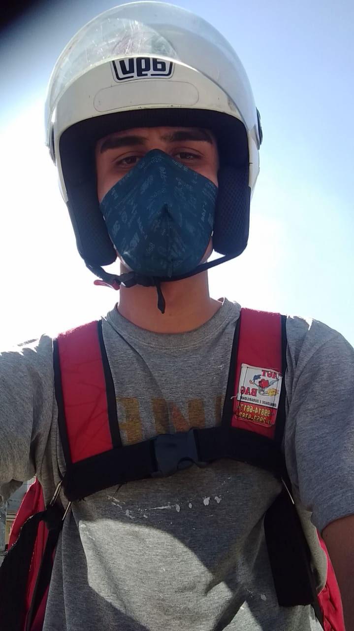 selfie motoboy capacete máscara proteção