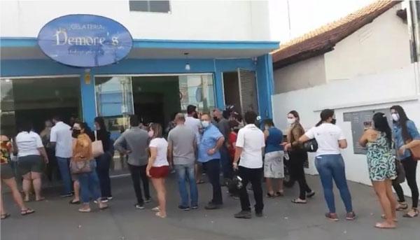 fila em frente a sorveteria