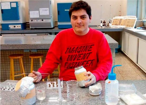 Ygor criou um filtro com sementes de açaí