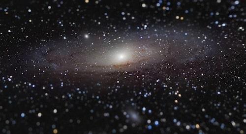 Galáxia de Andrômeda no comprimento do braço?