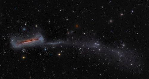 NGC 3628 com cauda longa de 300.000 anos-luz