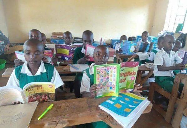 alunos de escola no quenia