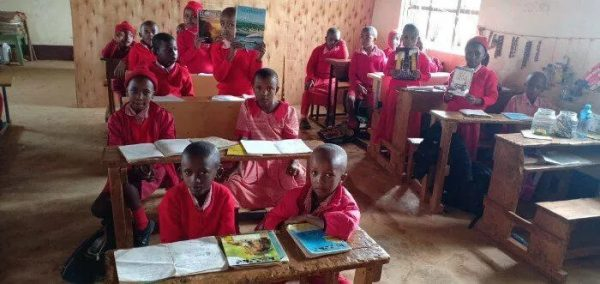 crianças do quenia na escola