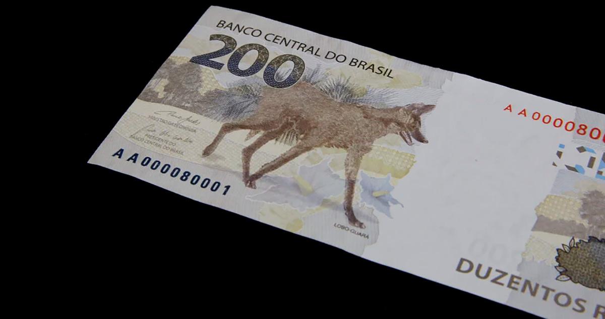 Mulher acha fatura de cartão e R$ 400 na rua, paga a conta e procura dono pelo Facebook (PR) 1