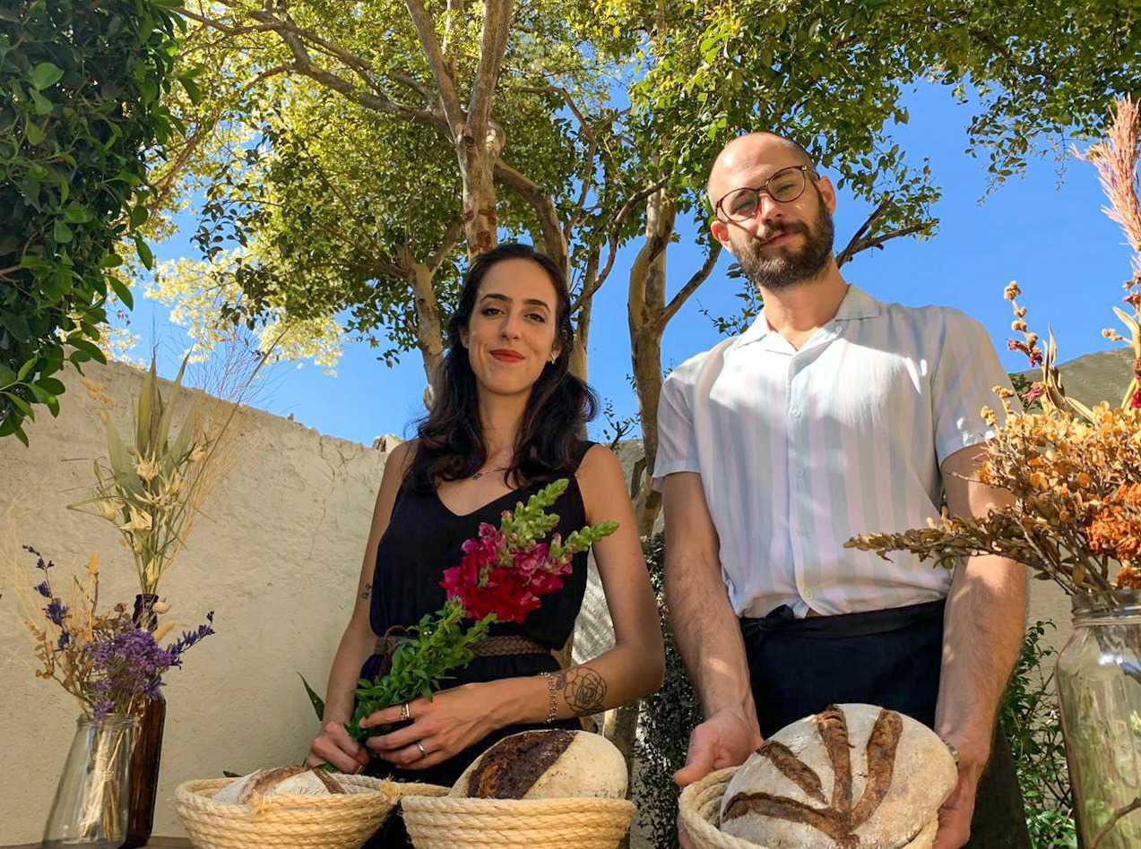 """Em meio a pandemia, casal se reinventa e cria floricultura-padaria: """"para as pessoas sorrirem mais"""" 2"""