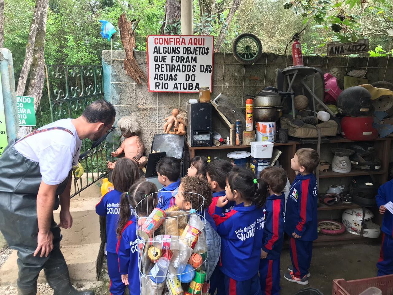 Vendedor de frutas que criou ecobarreira para limpar e salvar rio terá apoio de OMO para expandir projeto 3
