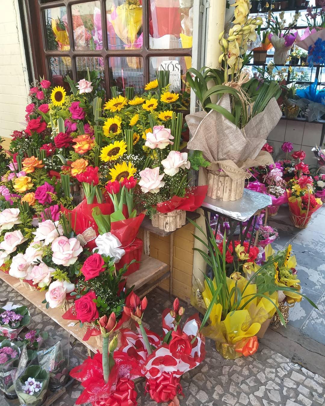 estante flores calçada floricultura