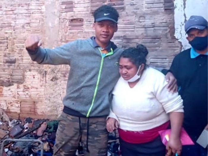 Idosa fica desolada após perder casa em incêndio e internautas criam vaquinha para ajudá-la 2